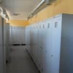 Garderobes skapīši ar kājām, darbinieku ģērbtuvē, durtiņa 400mm platumā
