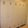 Garderobes skapji ar info tabuliņām pie durvīm katram darbiniekam (iekļuta komplektā)
