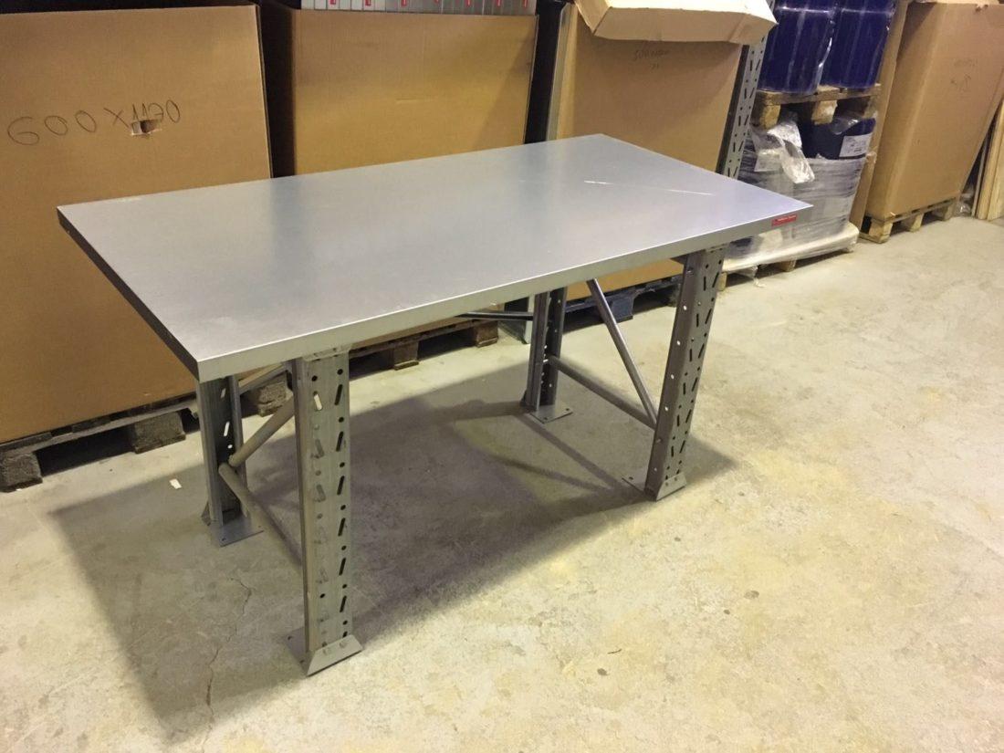 Metala galds ar lietotam kajam 66123