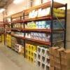 Metala plaukti 1850 x 2500 x 800 mm 4 plauktu limeni noliktava izvietotas kastes