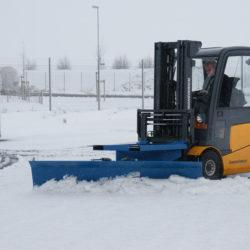 metala-sniega-skure-autoiekravejiem