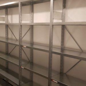 cinkoti metala plaukti 300 mm dziluma ekspedicijas un logistikas uznemuma arhiva