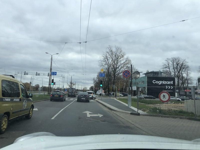 PAGRIEZIENS-UZ-MUKUSALAS-BIZNESA-CENTRU
