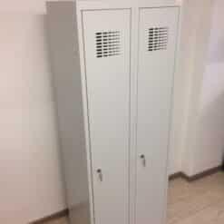 Metala-skapji-garderobem-2x300-mm-peleki-divdurvju-skapisi-.jpg