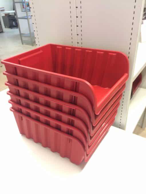 Tuksas-kastes-erti-ievietojas-viena-otra.-Neaiznem-lieku-vietu-kad-tas-tuksas-asprofi..jpg