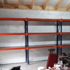 garaza-tulit-bus-kartiba-universalie-plaukti-500-mm-dziluma.jpg