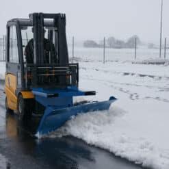 metala-sniega-skure-autoiekravejiem-4.jpg