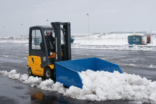 sniega-lapsta-un-smilsu-kauss-autoiekravejiem.jpg