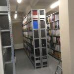 arhiva-plaukti-metro-ar-dokumentu-mapem